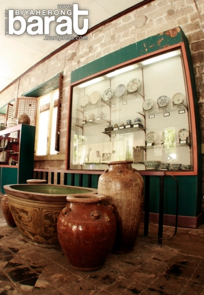 Pots and vase exhibit in Pila Museum