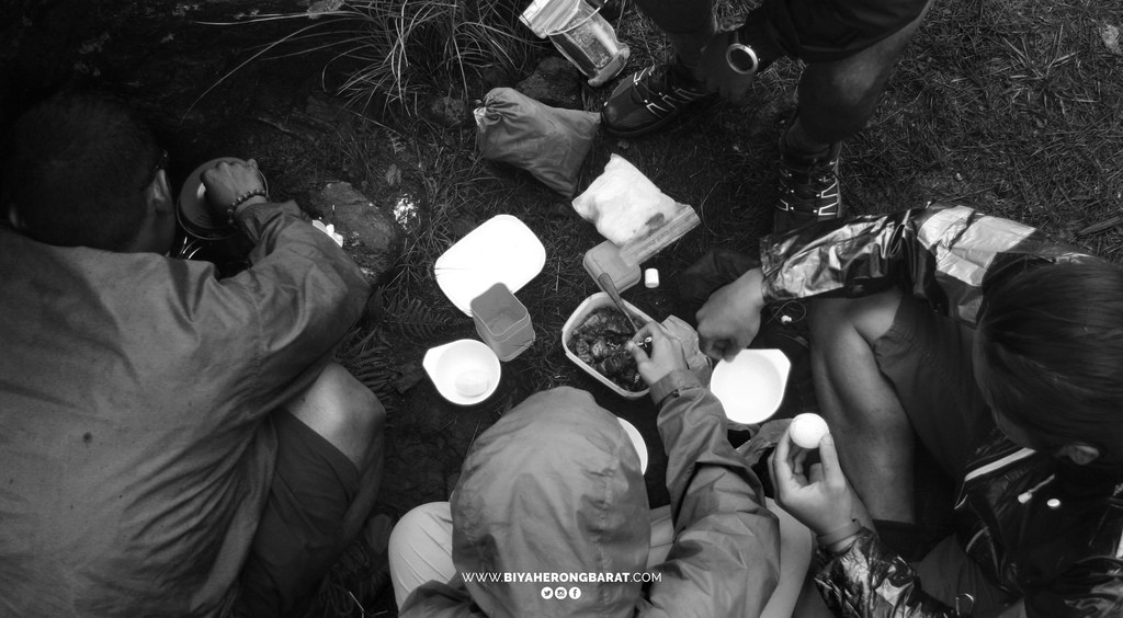 Sicapoo Traverse lunch campsite pine forest solsona ilocos norte philippines mountaineering