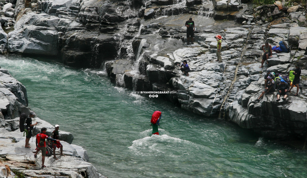 Gasgas River solsona ilocos norte philippines sicapoo mountaineering river crossing